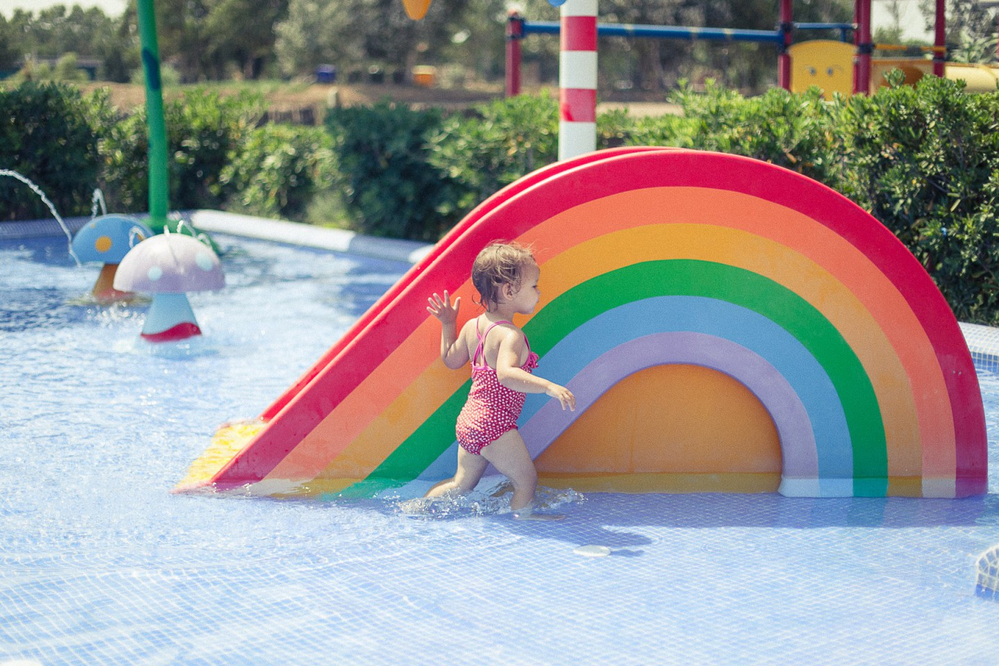 Piscine toboggan enfant coloriage for Toboggan piscine adulte